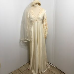 Vintage Wedding Gown W/ Cap Veil